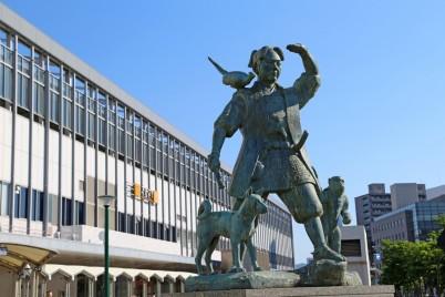 Statue of Momotaro