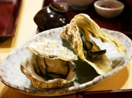 Steamed oysters with sake