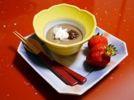 Dessert: Houjicha pudding, adzuki, whipped cream and strawverry