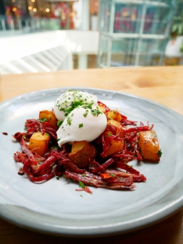 Corned Beef Hash House Made Corned Beef, Sautéed Potatoes, Poached Eggs - ฿280