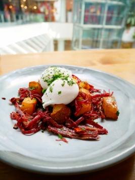 Corned Beef Hash House Made Corned Beef, Sautéed Potatoes, Poached Eggs - ฿280