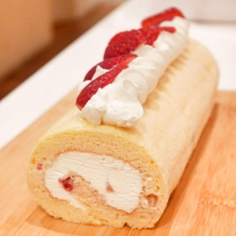 Strawberry Chiffon Roll