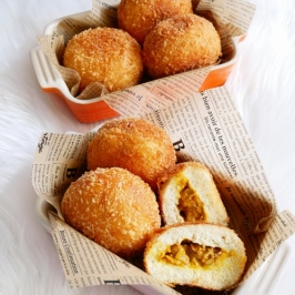 Butter Curry Chicken Bread
